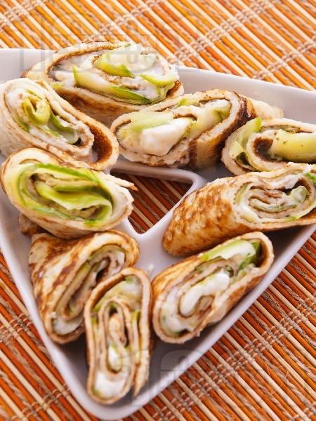 Солена палачинка с краставица и хайвер - снимка на рецептата